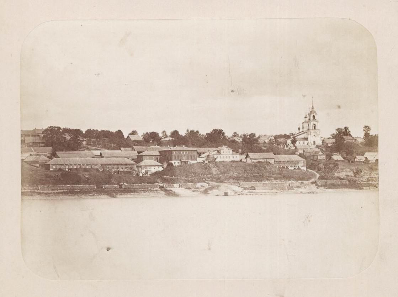 """Вид со стороны реки на фабрику """"Руно"""" и Георгиевскую церковь, конец XIX в."""