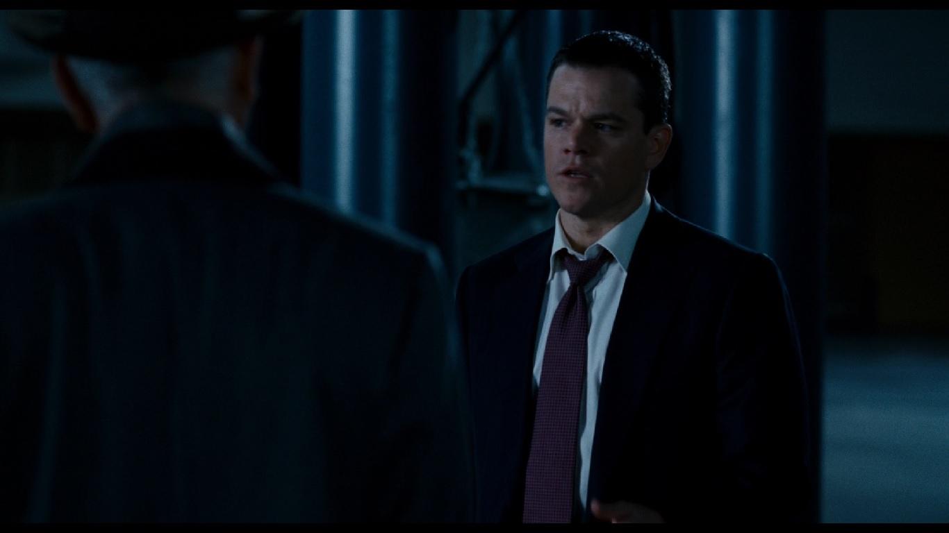 1:06:15. Сцена, в которой агент Томпсон убеждает Норриса передумать. На Норрисе фиолетовый галстук с квадратиками, что оз