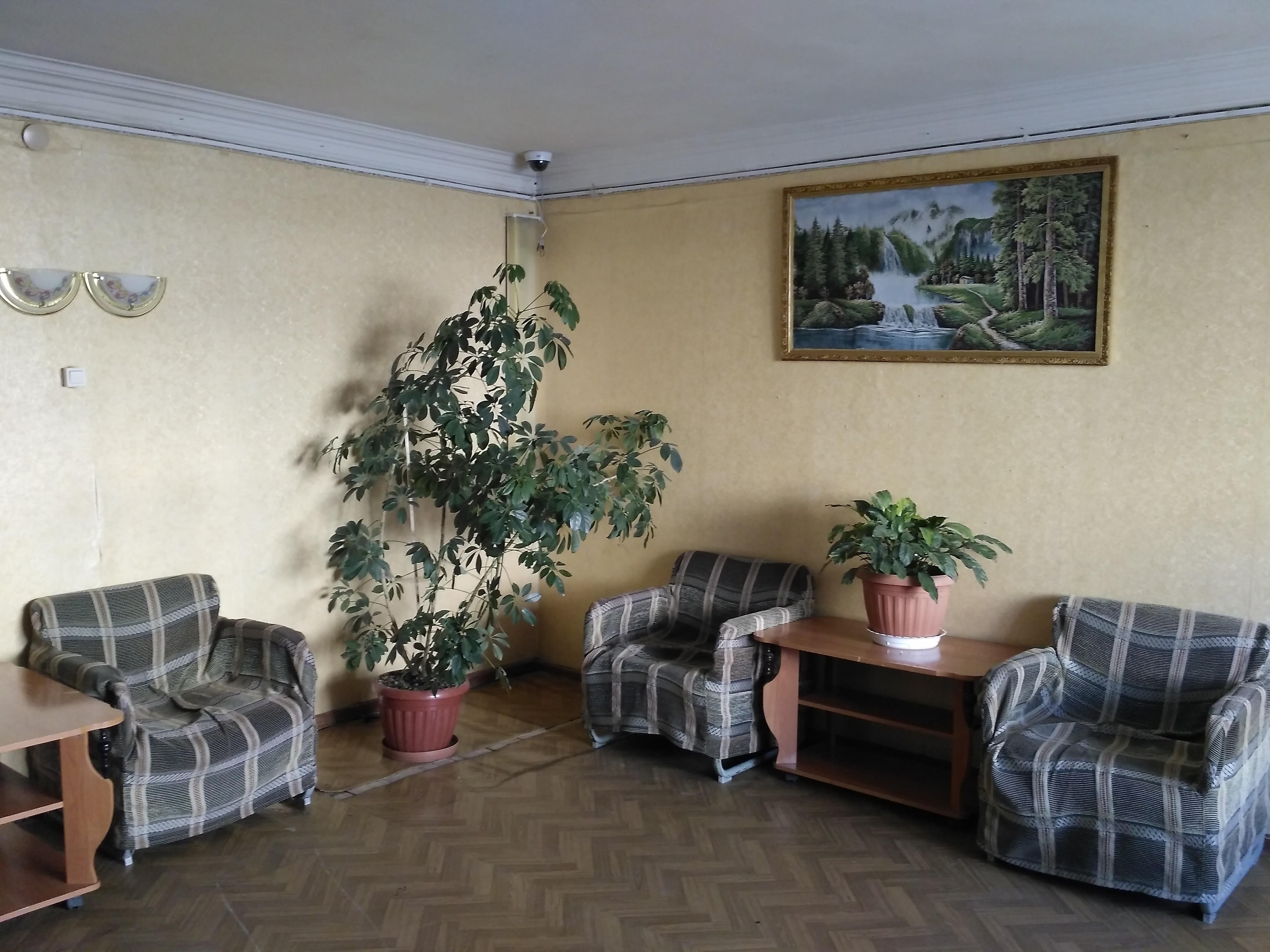 """Вестибюль гостиницы """"Сокол"""" в аэропорту Магадана"""