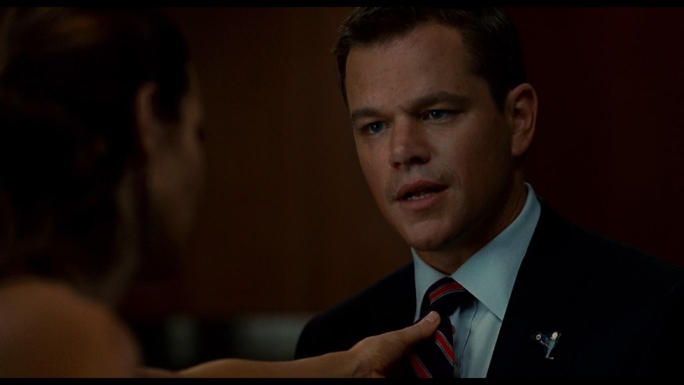 """0:09:31. Элиза говорит, что """"ее кандидат"""" знал бы, как завязывать галстук, но Норрис парирует, что его галстук на застежк"""