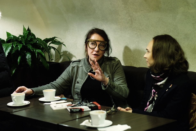 Маруся Климова и Нестор Пилявский обсуждают судьбы изящной словесности, фото Раисы Канаревой.