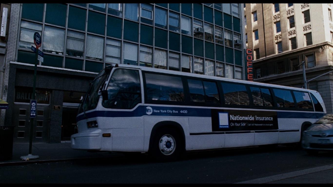 0:20:40. Разговор Норриса и Элизы происходит в автобусе, и девушка просит не бросать попыток вернуться во власть, иначе с
