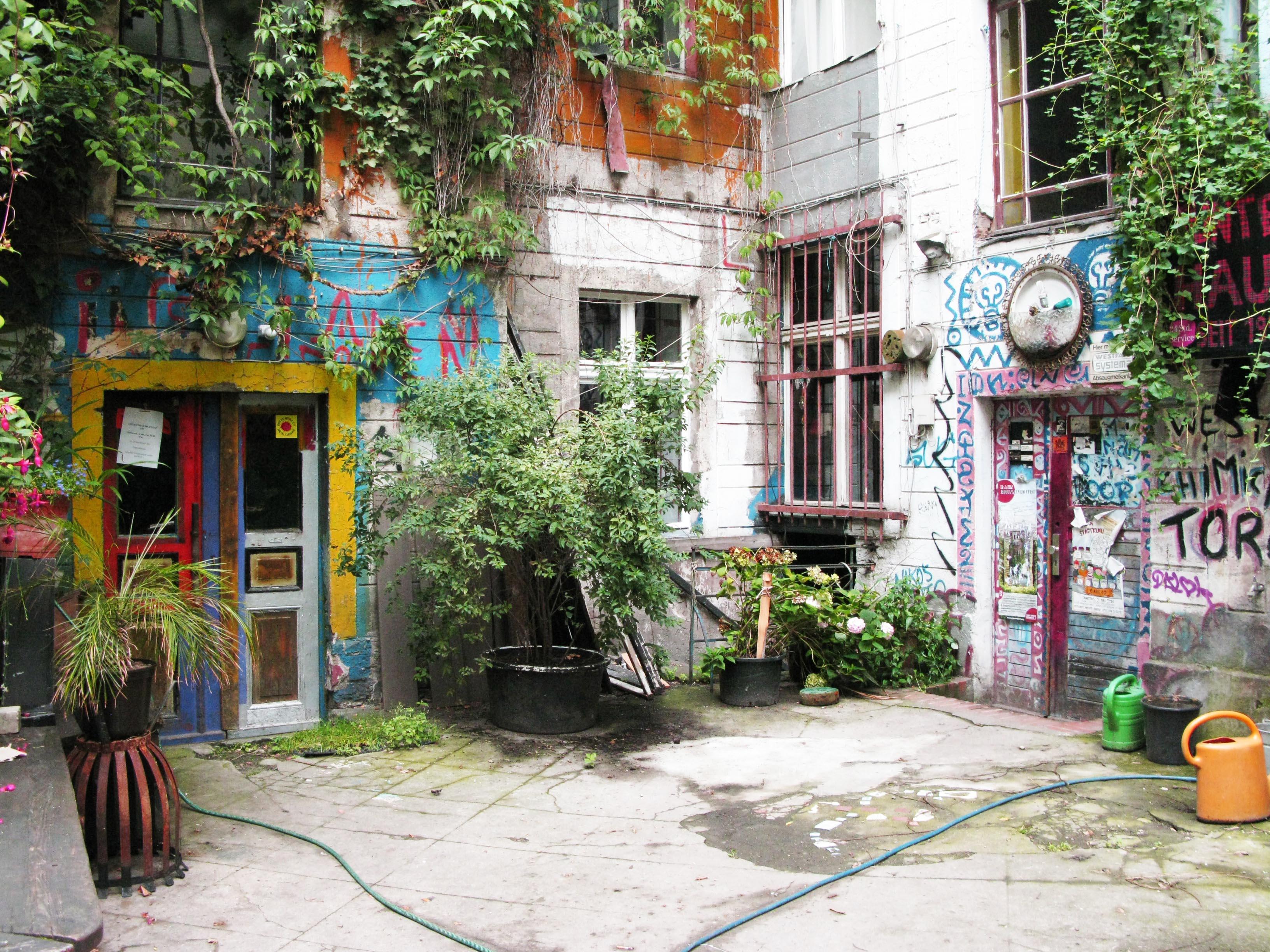 Жилой двор в районе Prenzlauer Berg, Берлин. Фото автора