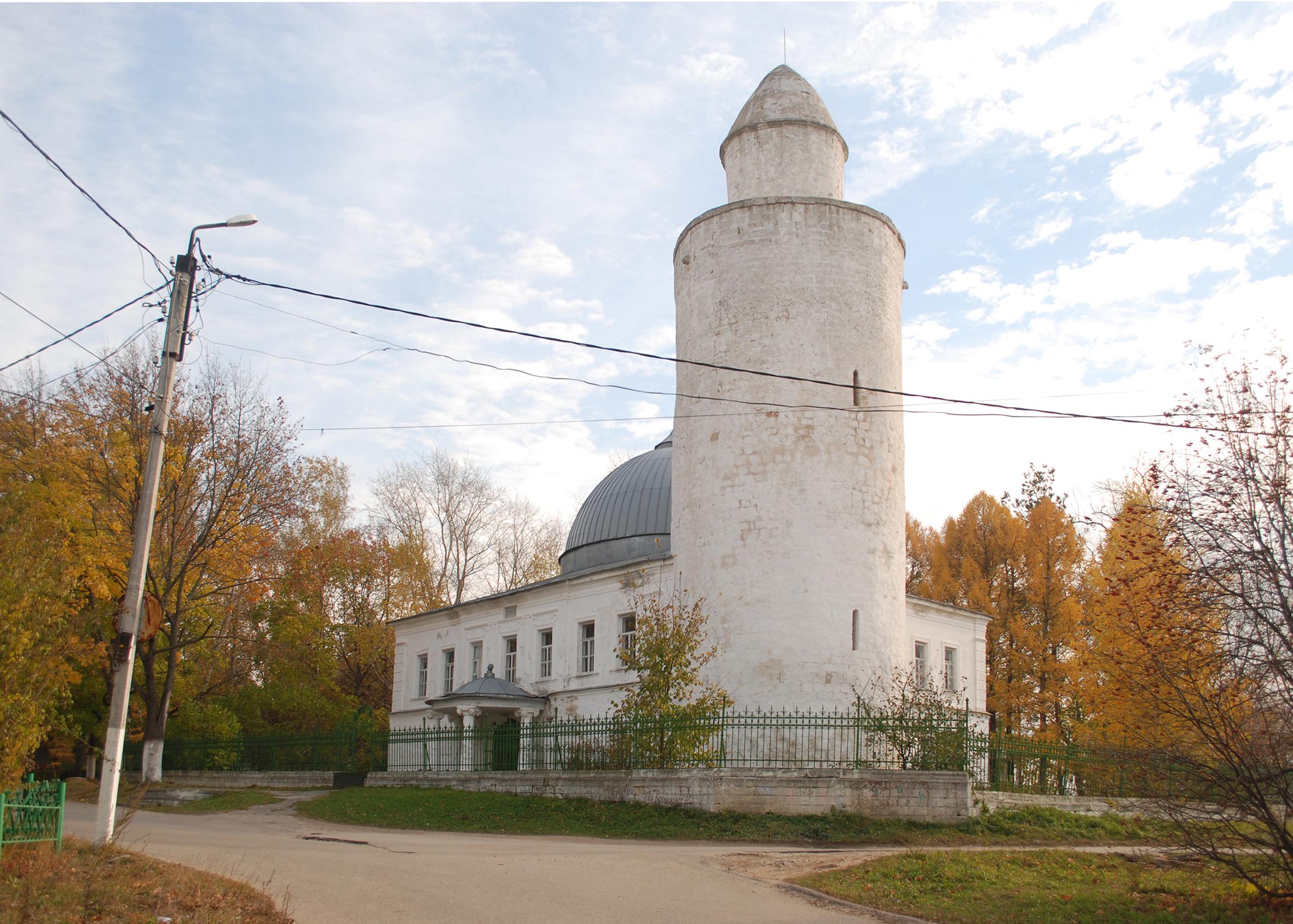 Ханская мечеть на площади Победы, XVIII в., минарет XVI в., 2015 г.