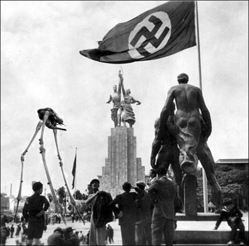 фотография немецкого скульптора Йозефа Торака со Всемирной выставки в Париже в 1937 г.