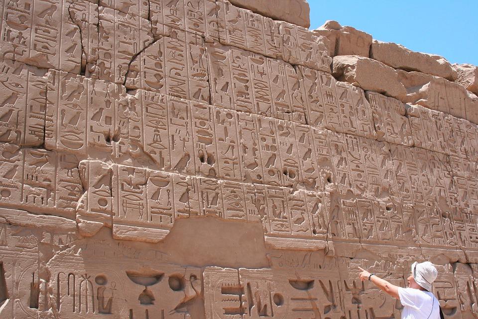 Рис.3 Иероглифы на стенах храма в Карнаке