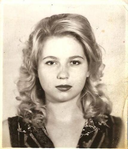 Юлия Викторовна Чистякова, пропавшая без вести 24 июня 1996 года. Ей посвящено стихотворение «а Маша Сигова молчит»